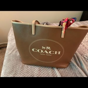Coach Brown Large Leater Metro. Pre-owned.